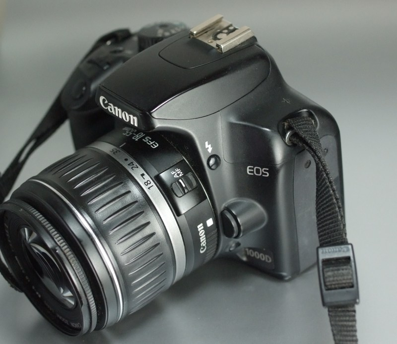 Canon EOS 1000D + 18-55mm