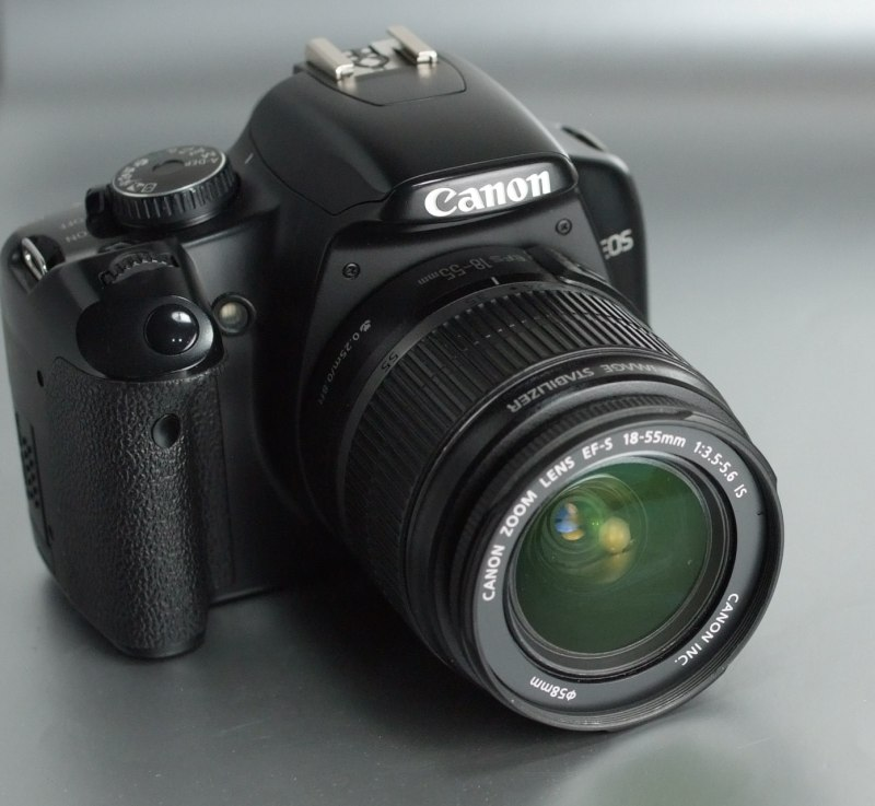 Canon EOS 450D + 18-55mm IS
