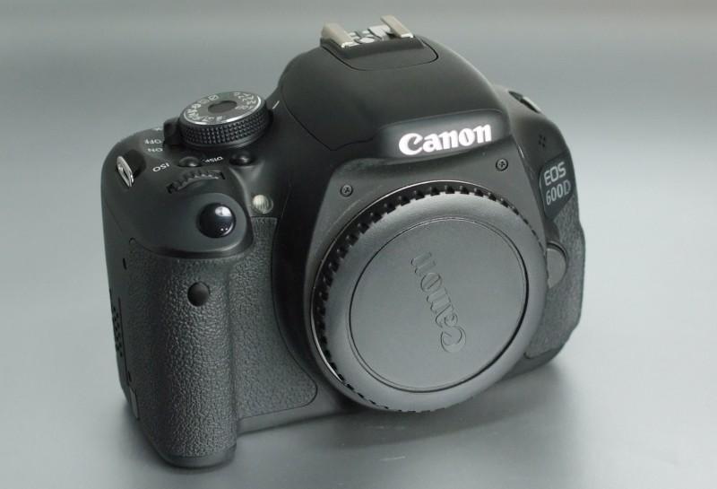Canon EOS 600D TOP STAV