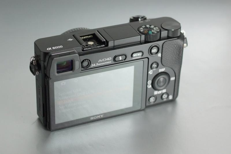 Sony Alpha A6000 SUPER STAV záruka 12/2018
