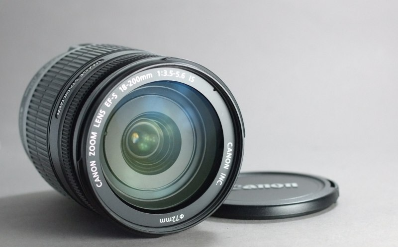 Canon EF-S 18-200mm f/3.5-5.6 IS SUPER STAV
