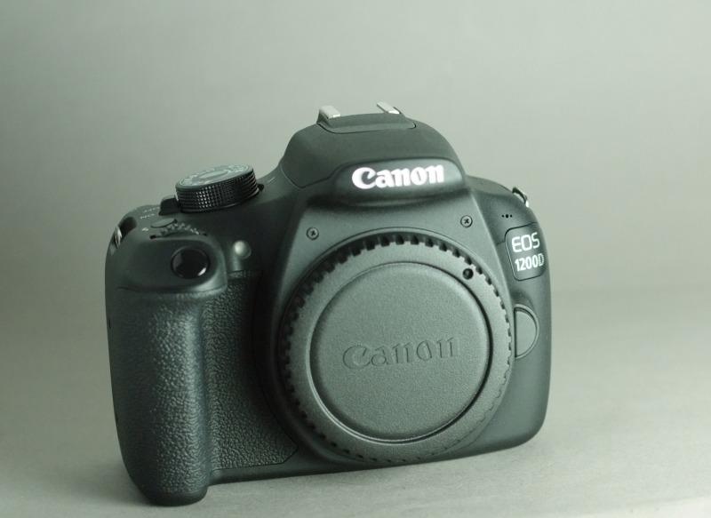 Canon EOS 1200D  záruka 12/2017