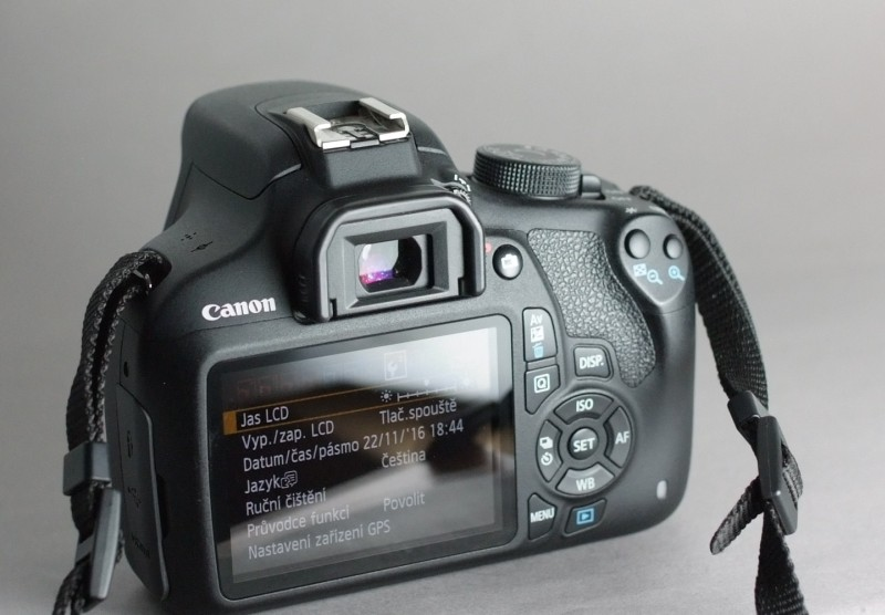 Canon EOS 1200D  záruka 9/2017