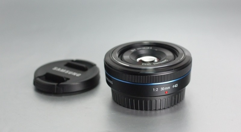 SAMSUNG 30 mm f/2.0 TOP STAV