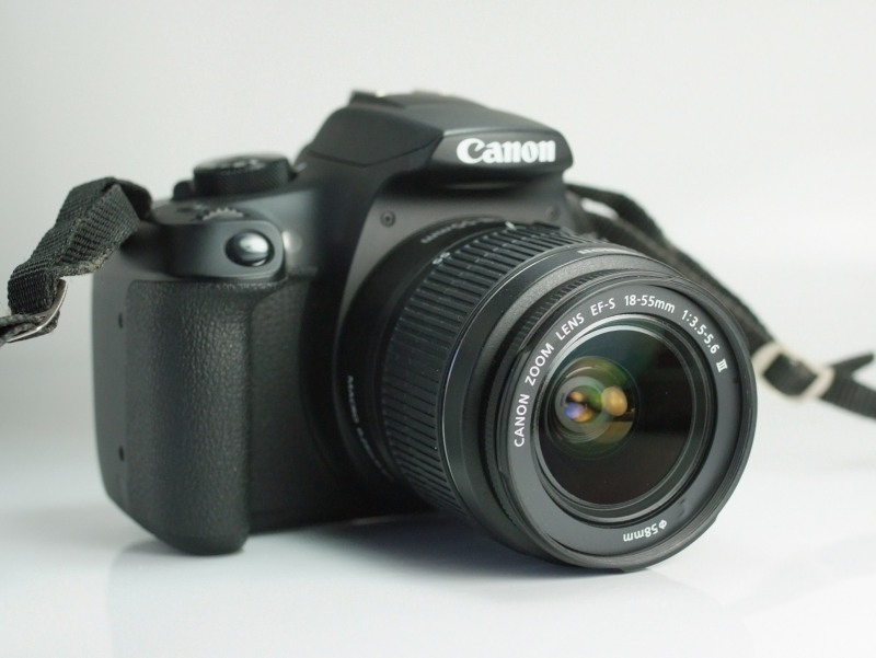Canon EOS 1300D + 18-55mm  III záruka 9/2019