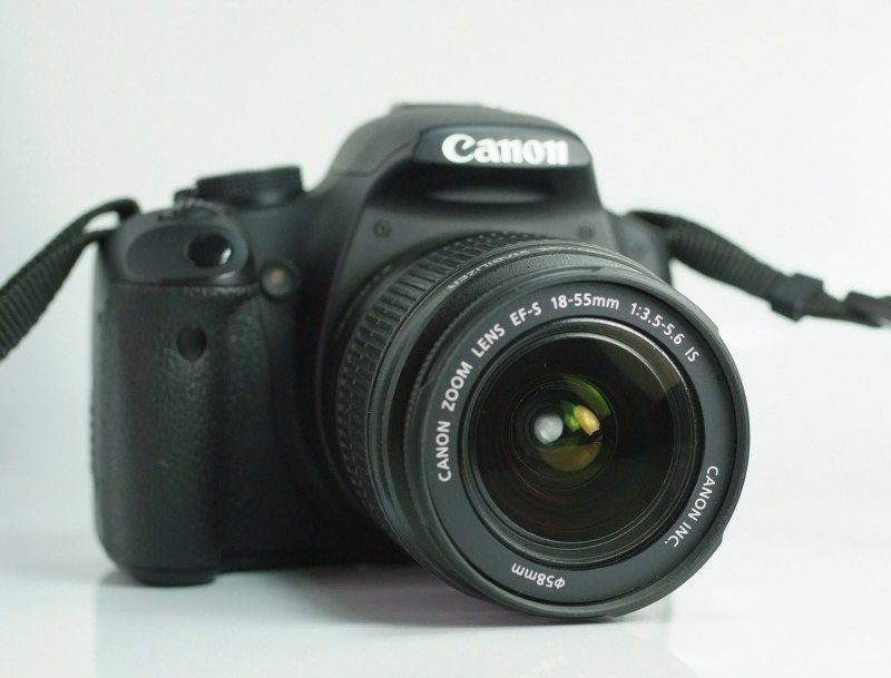 Canon EOS 500D + Canon 18-55mm IS TOP STAV