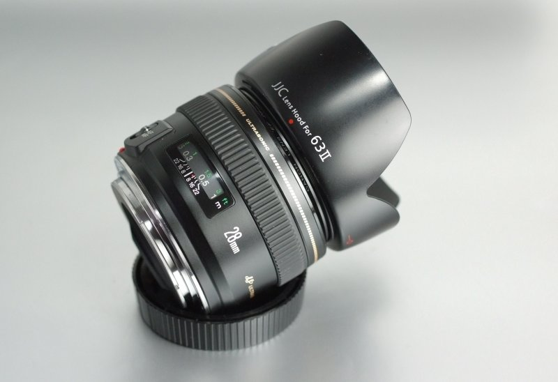 CANON EF 28 mm f/1,8 USM TOP STAV