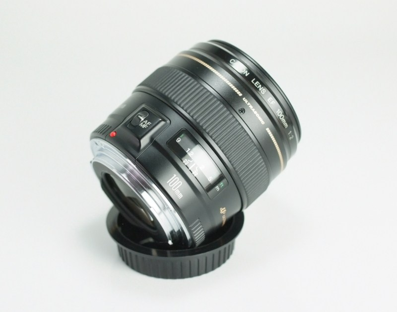 CANON EF 100 mm f/2 USM TOP STAV