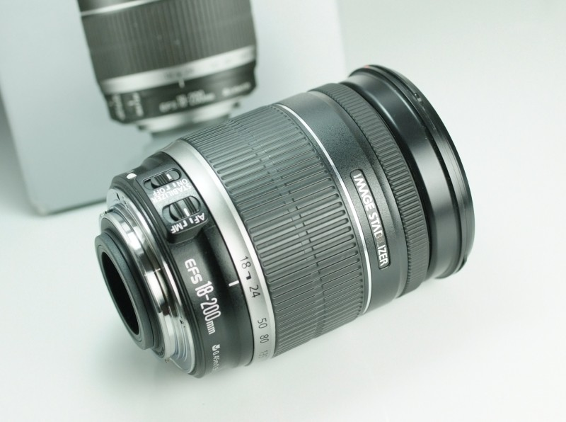 CANON EF-S 18-200 mm f/3,5-5,6 IS TOP STAV