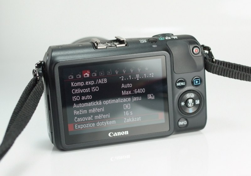 CANON EOS M + 18-55mm IS STM TOP STAV