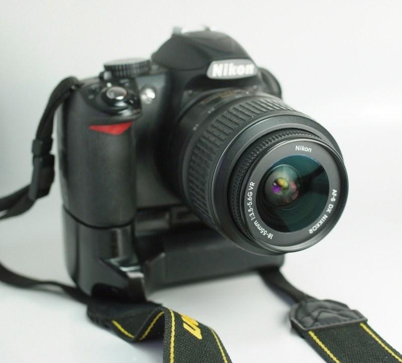 Nikon D3100 + Nikon 18-55mm AFS