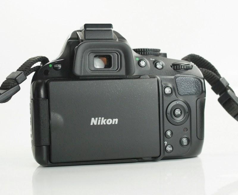 Nikon D5100 + Nikon 18-55mm AFS VR SUPER STAV