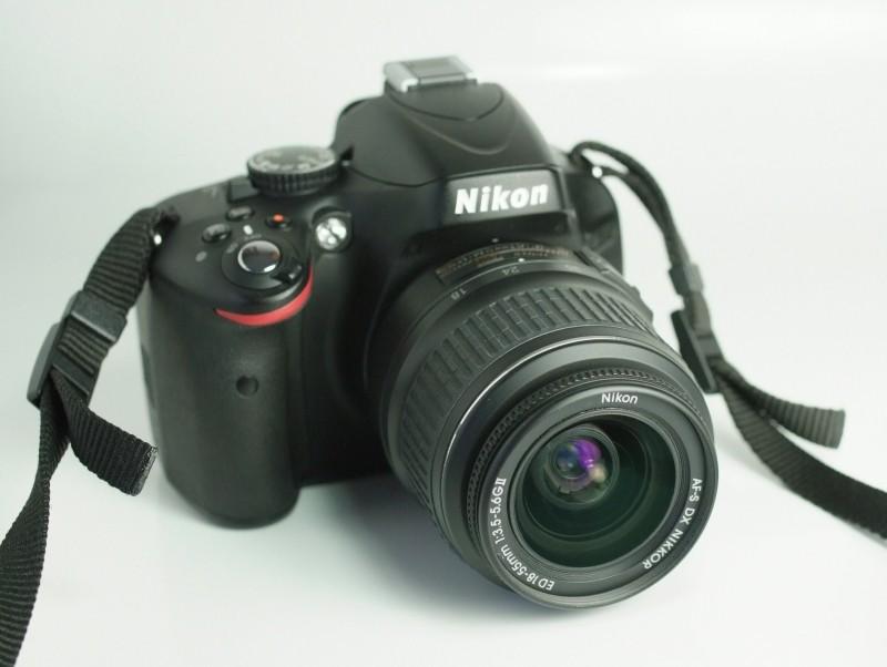 Nikon D5100 + Nikon 18-55mm AFS TOP STAV