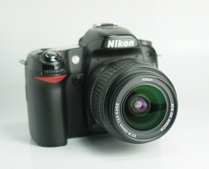 NIKON D80 + Nikon 18-55mm AFS