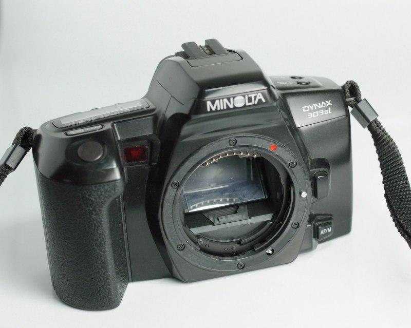 Zrcadlovka Dynax 303