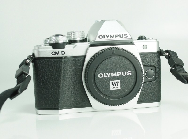 OLYMPUS E-M10 Mark II TOP STAV