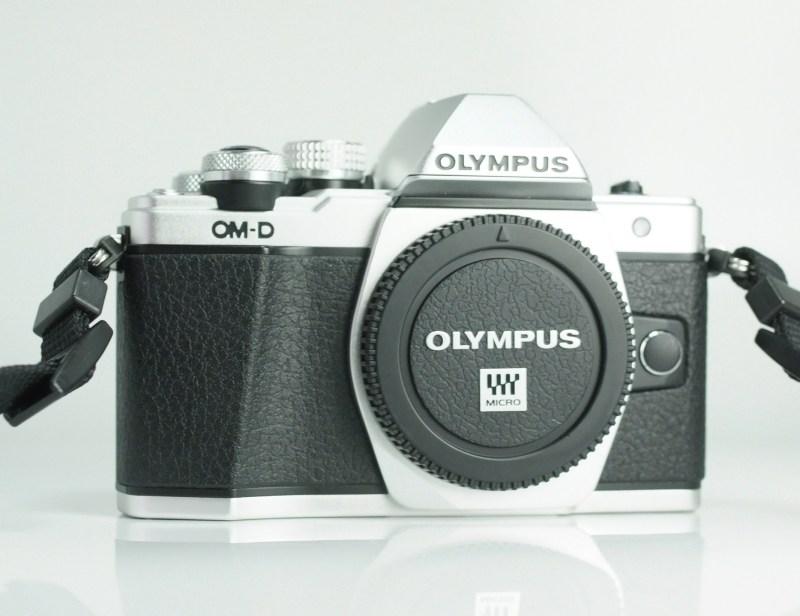 OLYMPUS E-M10 Mark II TOP STAV