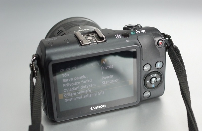 CANON EOS M + 15-45mm IS STM TOP STAV