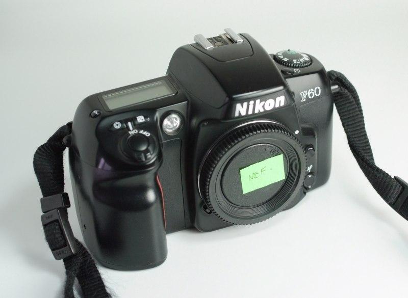 Zrcadlovka Nikon F60
