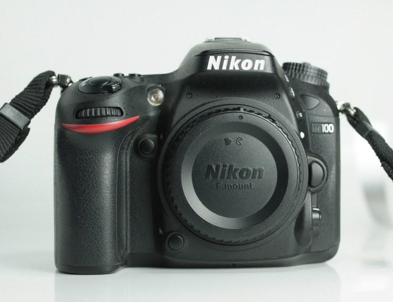 Nikon D7100 TOP STAV