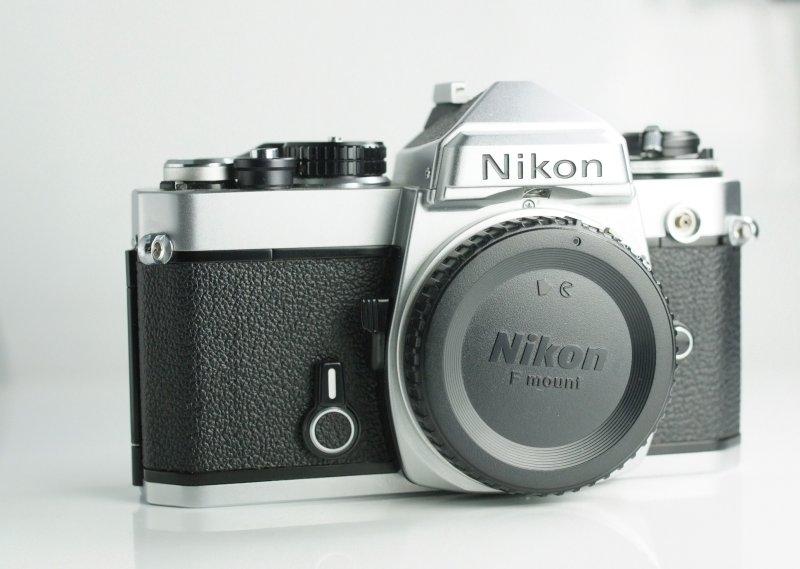 Zrcadlovka Nikon FE SUPER TAV