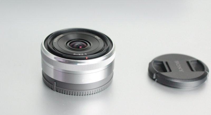 SONY 16 mm f/2,8 SEL pro NEX TOP STAV