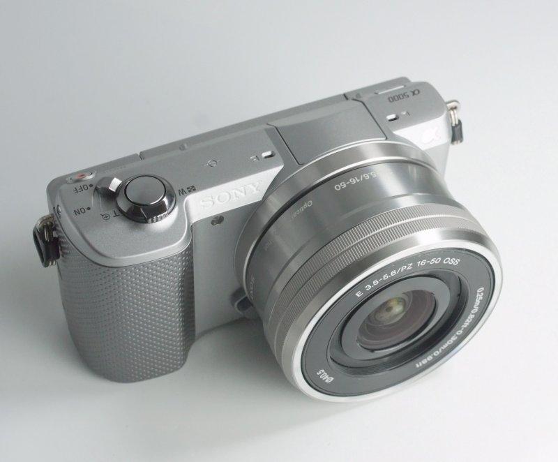 Sony Alpha A5000 + Sony 16-50mm TOP