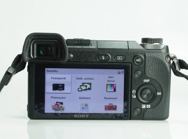 Sony NEX-6 + Sony 16-50mm