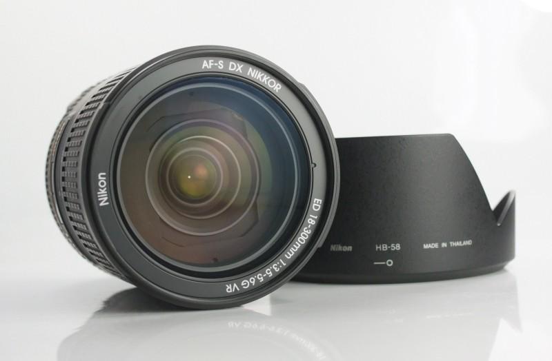 NIKON 18-300 mm f/3,5-5,6 G AF-S ED VR