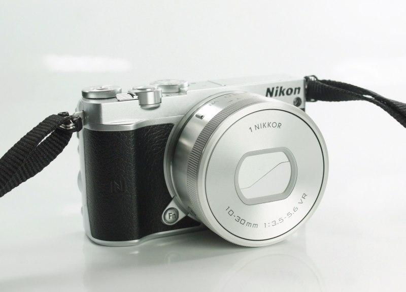 NIKON 1 J5  + 10-30 mm VR PD-ZOOM TOP STAV