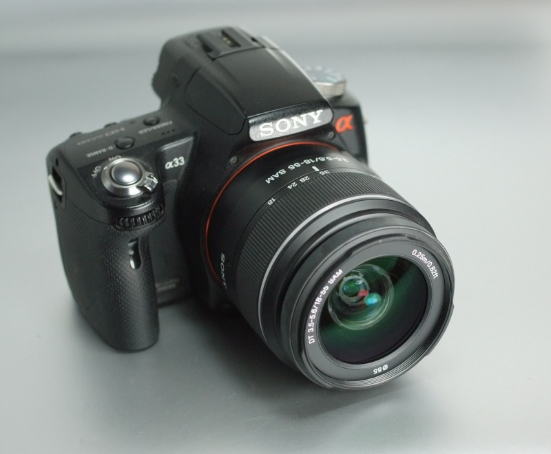 Sony Alpha A33 + 18-55 mm